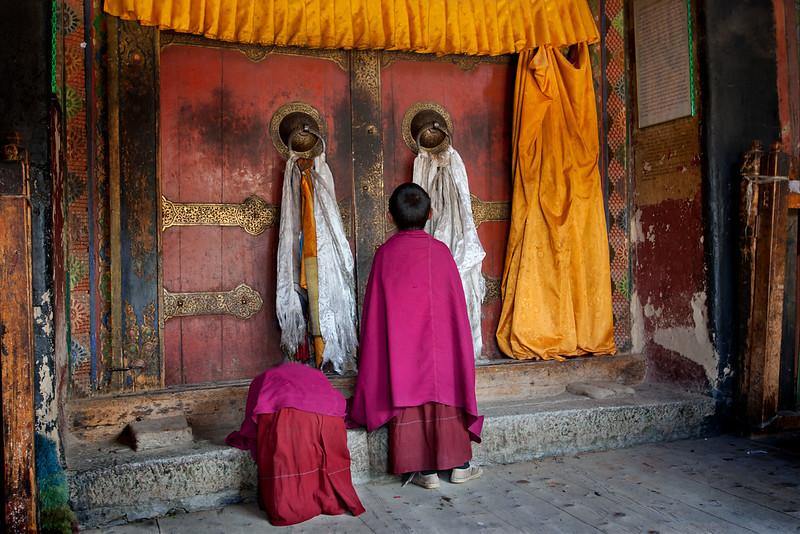 Novice monks, Labrang Monastery, Xiahe, Amdo (Gansu)