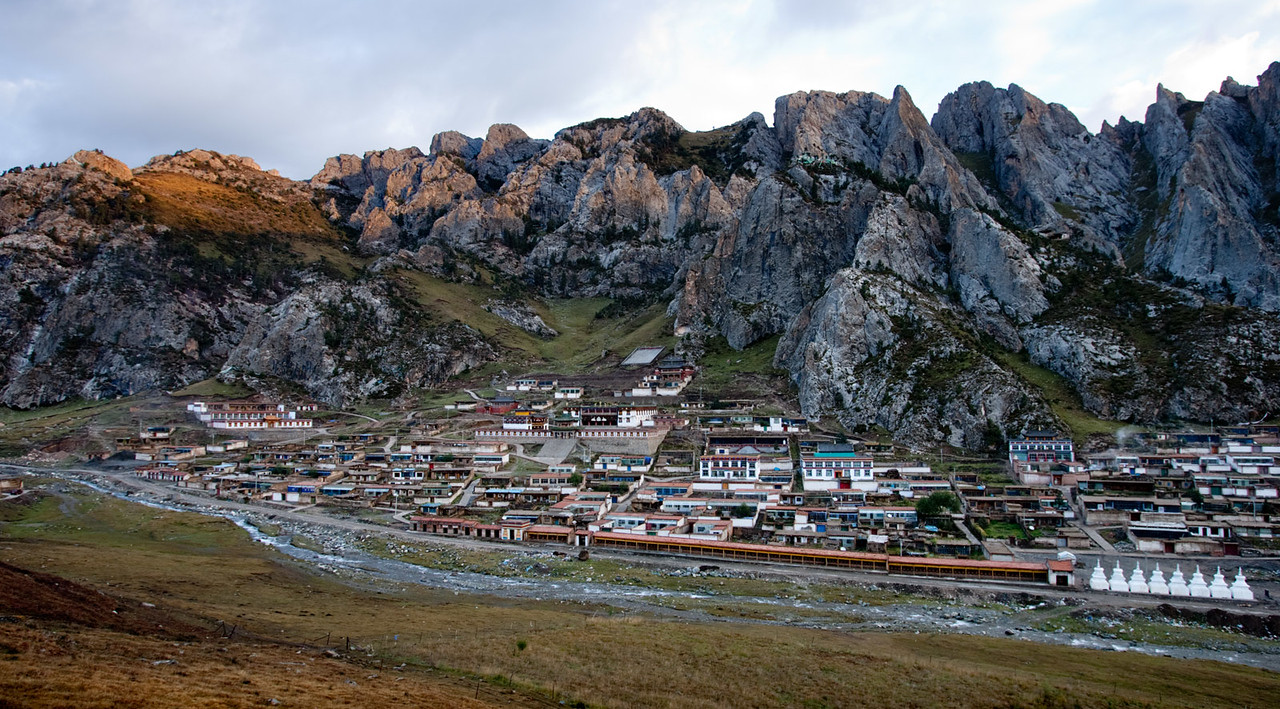 Drakar Tredzong (Serdzong) Monastery, Xinghai, Amdo (Qinghai)