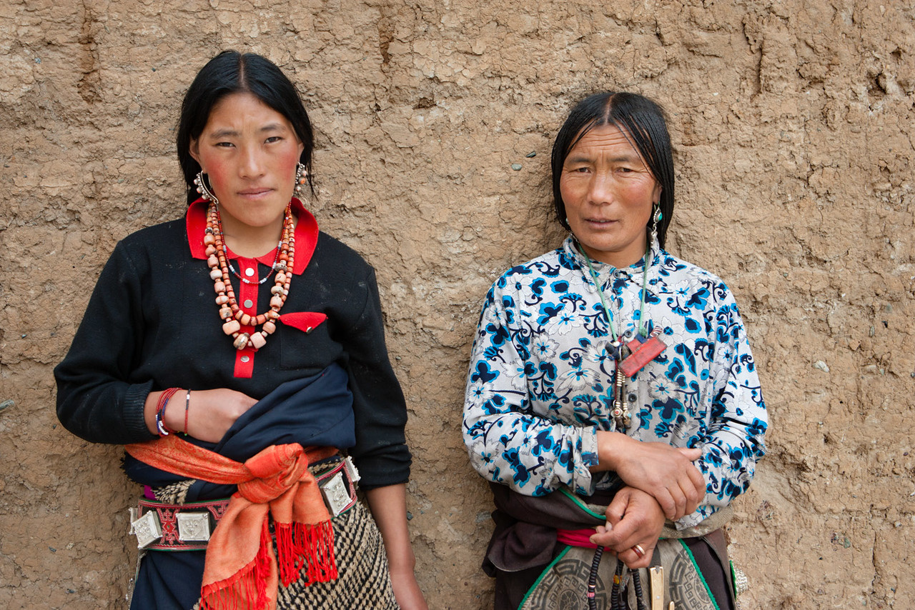 Mother and daughter-in-law visiting the Rongpo Gonchen Monastery, Repkong (Tongren), Amdo (Qinghai)