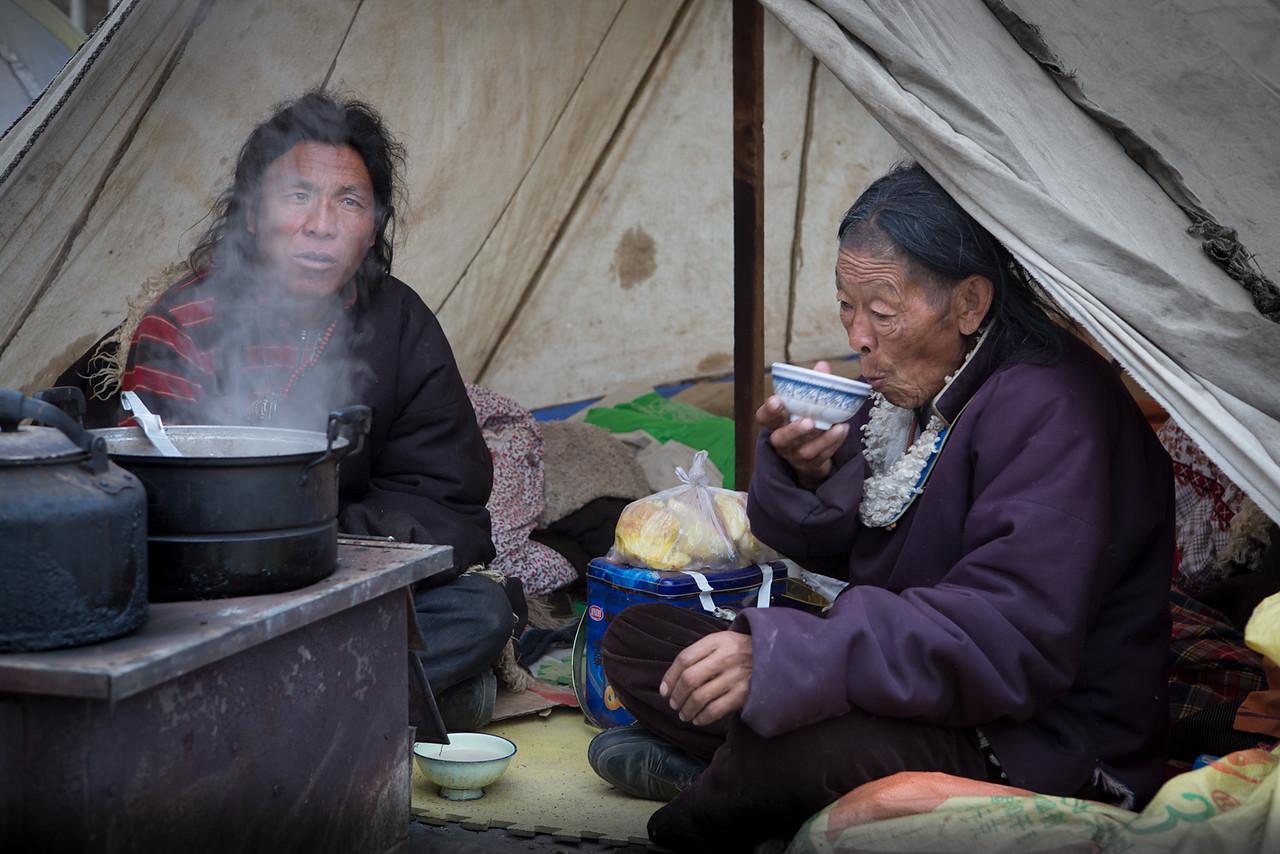 Visiting nomads, Larung Gar - Sertar