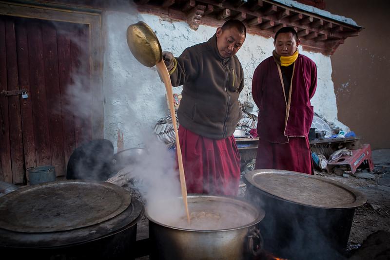 Making morning tea, Ganzi Darjee Gompa - Ganzi