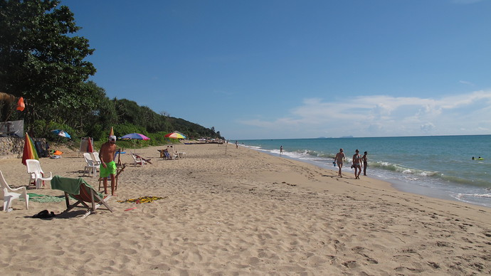 Away from the masses on Klong Nin Beach