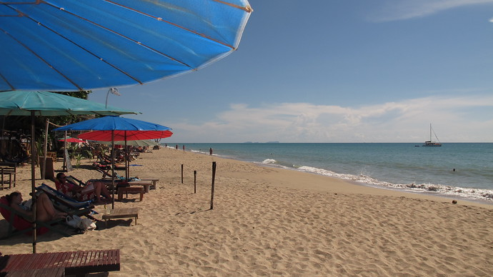 Some shade from the sun on Khlong Nin Beach, Koh Lanta