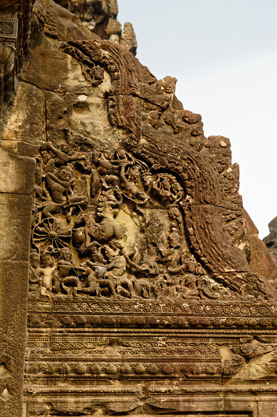 Continuation of the battle scene flanking the entrance at the western <i>gopura</i>