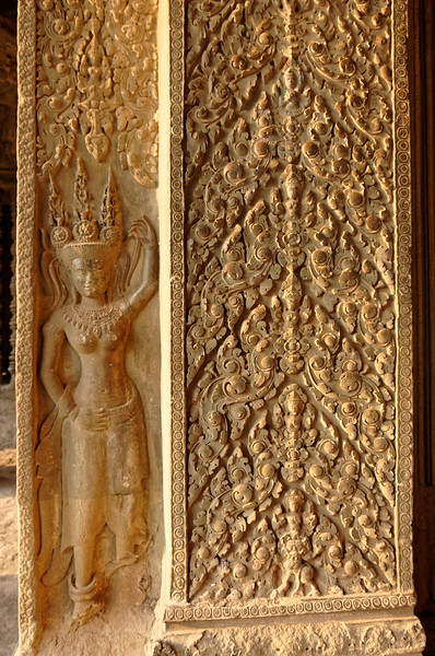 <i>Devata</i> and floral decoration on a column within the interior gallery