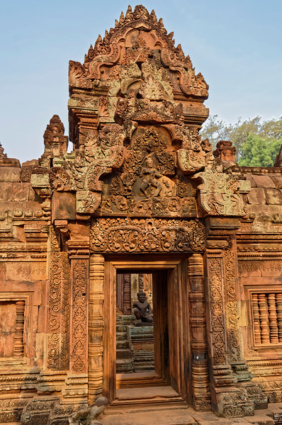 Just inside the second laterite wall, a final entry pavilion is set within an enclosing gallery, leading directly to the temple's innermost sanctuary.