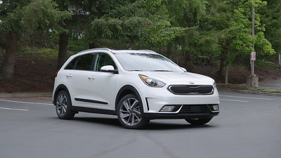 2017 Kia Niro Touring Parked Reel