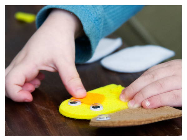 August 2014 Kiwi Crate: My Barnyard Friends, Making a Duck Puppet