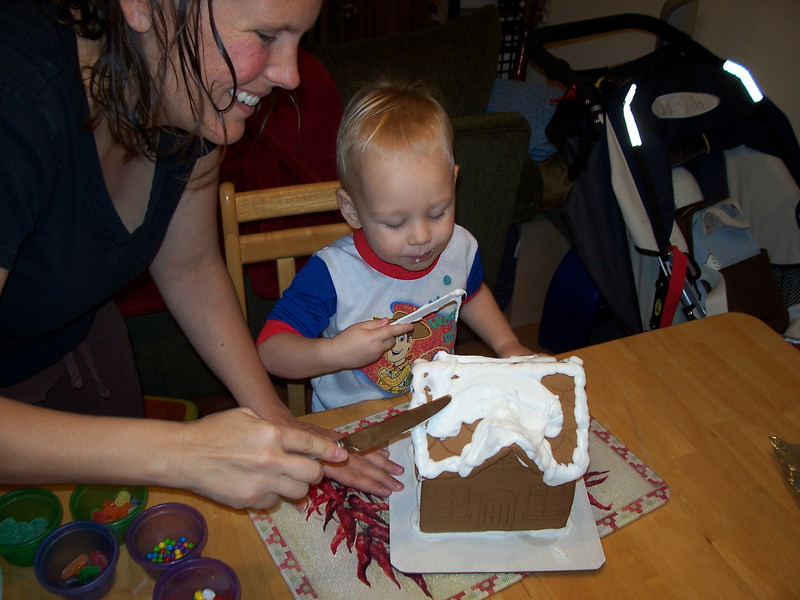 Making / eating the gingerbread house