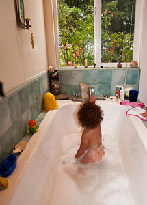 baby-girl-bath-2