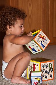 baby-playing-blocks-2