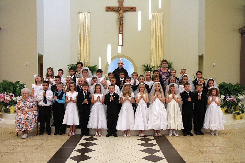 Group picture of all HFE First Communion students
