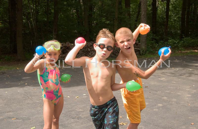 03_KidsWaterBalloons-03
