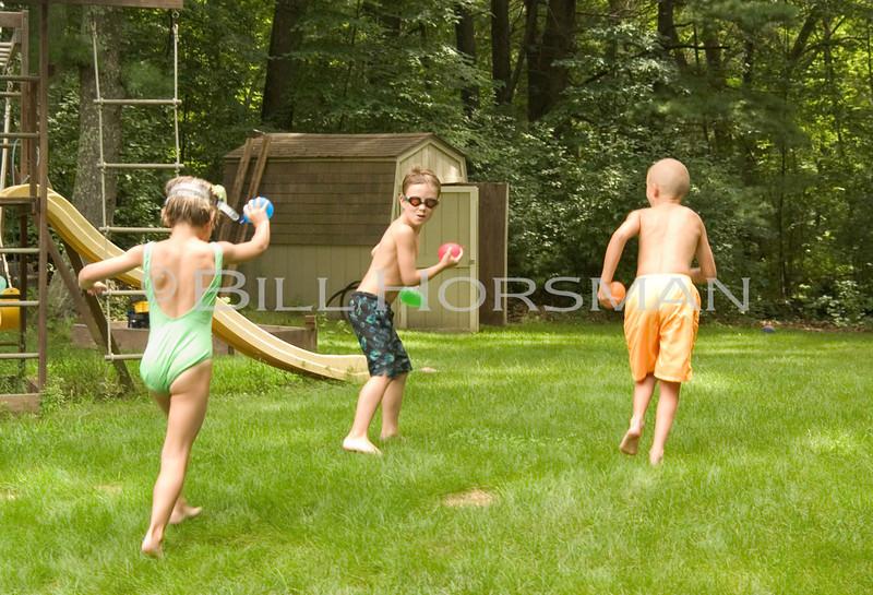 03_KidsWaterBalloons-04