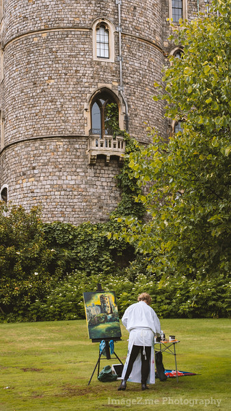 Windsor Castle invited a group of painter for a live painting competition.