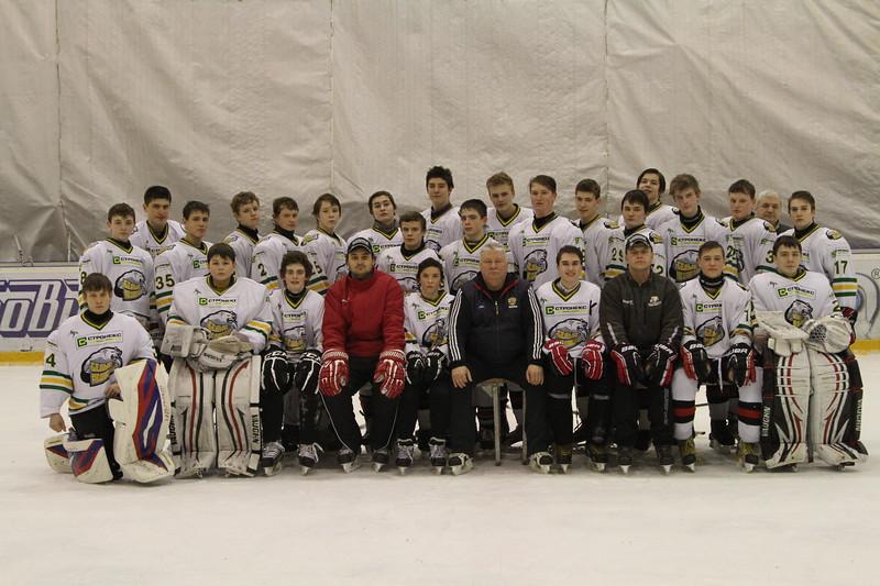 Челябинская команда Белые медведи 1998 года рождения примет участие в финале чемпионата России, который пройдет в Магнитогорске с 23 по 29 марта 2014 года.