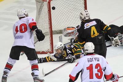 В Магнитогорске сегодня состоялись четвертьфинальные матчи. По их результатам определились четыре команды, которые сыграют завтра в полуфинале чемпионата России среди команд 1998 года рождения.
