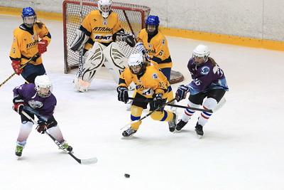 В Челябинске прошел второй игровой день новогоднего турнира по хоккею среди девочек 2000-2002 года рождения Снегурочка