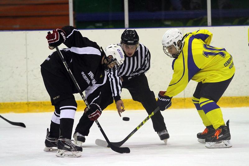 В челябинском ледовом дворце Трактор состоялись первые матчи первенства Федеральных округов среди команд 2001-го года рождения.