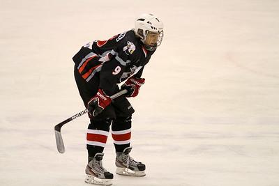 Нападающий челябинской молодежной команды МХЛ Белые медведи Иван Безруков празднует 11-го июня свой день рождения, ему исполняется 17 лет.