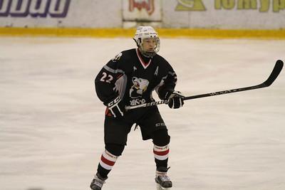 Нападающий команды Трактор 1997 года рождения Максим Шипин рассказал в интервью 74hockey.ru о матчах своей команды против Тюменского легиона