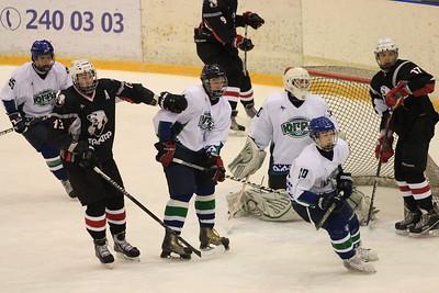 Команда Трактор 1997 года рождения обыграла Югру из Ханты-Мансийска в матче чемпионата России с крупным счетом 9:2