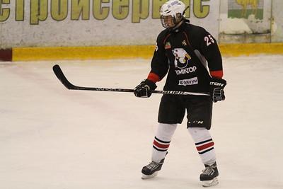 Защитник юниорской сборной России до шестнадцати лет и команды Трактор 1998 года рождения Леонид Лавриненко рассказал в интервью 74hockey.ru о Турнире четырех наций, который прошел недавно в Швеции.