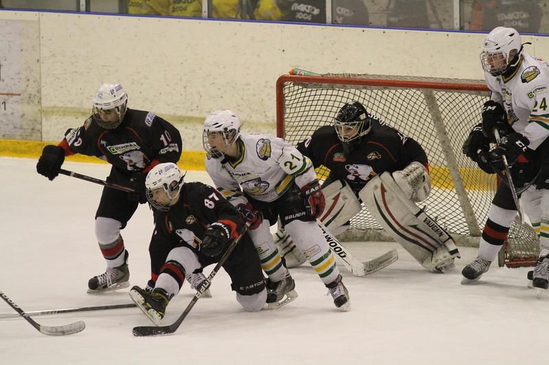 Команда Трактор 1998 года рождения дважды обыграла челябинскую команду Белые медведи в матчах чемпионата России.