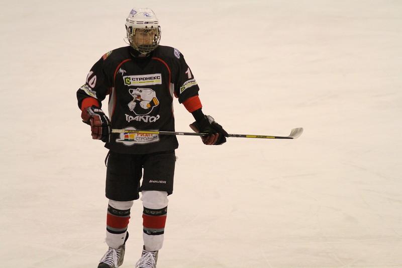 Защитник команды Трактор 1998 года рождения Александр Яковенко прокомментировал в интервью 74hockey.ru матчи своей команды против челябинского Мечела