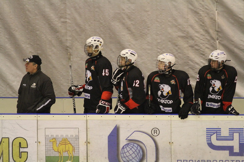 Главный тренер команды Трактор 1998 года рождения Владимир Глинкин рассказал в интервью 74hockey.ru об игре своих воспитанников в матчах за юниорскую сборную России, а также поделился впечатлениями о недавнем международном турнире в Детройте, где команда Трактор заняла третье место