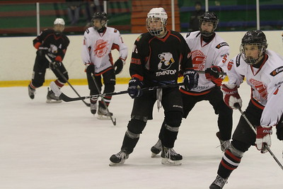 Команда Трактор 1999-го года рождения разделила очки с омским Авангардом в матчах чемпионата России, которые прошли в Челябинске.