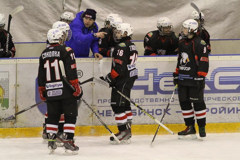 Главный тренер команды Трактор 1999 года рождения Игорь Знарок прокомментировал в интервью 74hockey.ru матчи своей команды против «Югры» из Ханты-Мансийска
