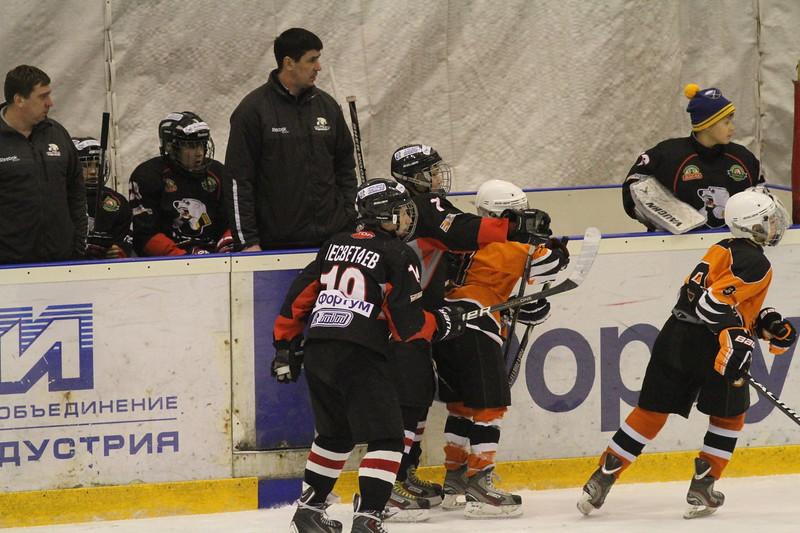 Тренер команды Трактор 2000 года рождения Александр Короболин рассказал в интервью 74hockey.ru о матчах своей команды против пермского Молота