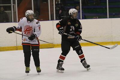 Команда Трактор 2000-го года рождения дважды выиграла на своем льду в матчах чемпионата России у омского Авангарда.