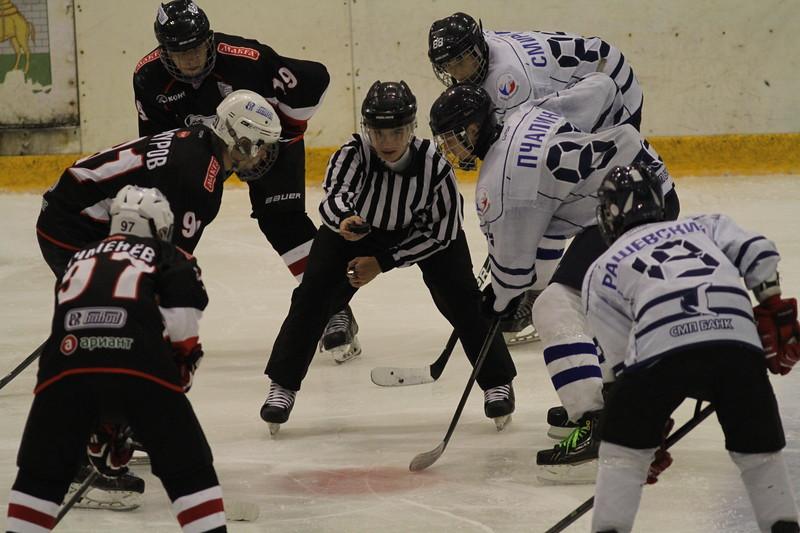 В челябинском ледовом дворце Трактор в эти дни проходит Кубок Фортума. В турнире принимают участие шесть команд 2000-го года рождения.