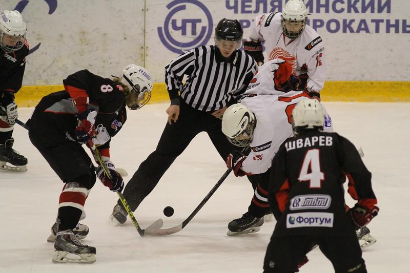 Команда Трактор 2001-го года рождения поделила очки с омским Авангардом в матчах чемпионата России.