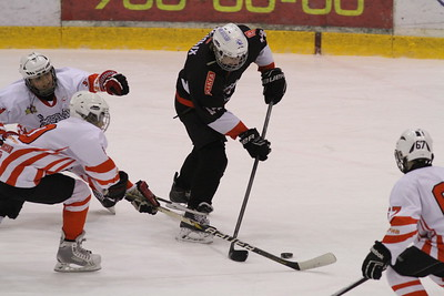 Команда Трактор 2002-го года рождения у себя дома дважды обыграла Спартаковец из Екатеринбурга в матчах чемпионата России.