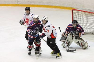 Челябинская команда хоккейной школы имени Сергея Макарова 2000-го года рождения провела два матча в чемпионате России против омского Авангарда.