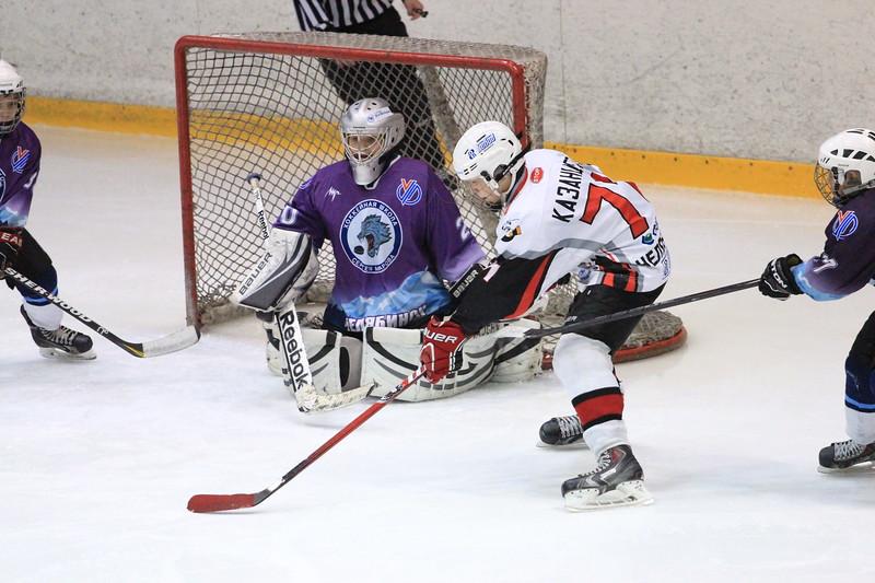 Команда Трактор 2001 года рождения обыграла в повторном матче чемпионата России челябинскую команду хоккейной школы имени Сергея Макарова со счетом 11:2