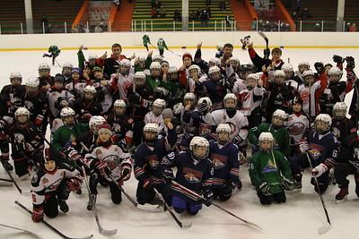 """В Челябинске прошел первый игровой день турнира, который посвящён памяти выдающегося хоккеиста """"Трактора"""" Валерия Карпова."""