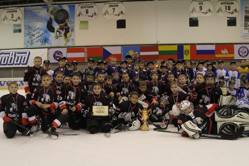 В Челябинске в течение трех дней проходил турнир, посвященный памяти выдающегося хоккеиста челябинского Трактора Валерия Карпова.