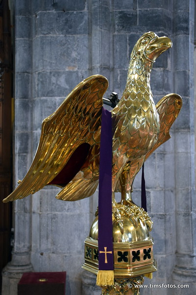 Golden eagle lectern