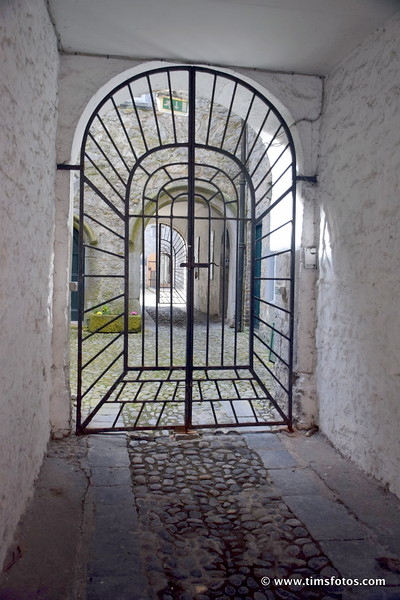 Rothe House Archway