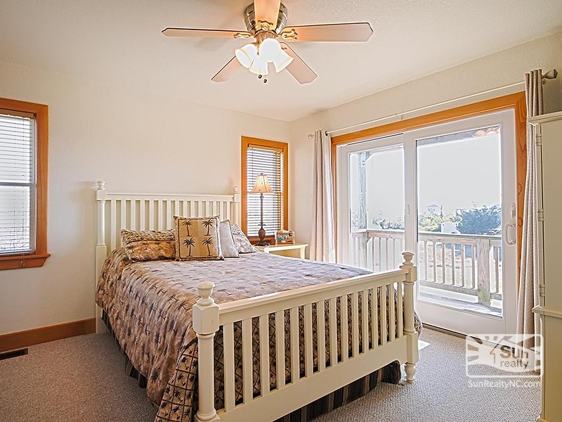 Mid-Level Queen Master Bedroom