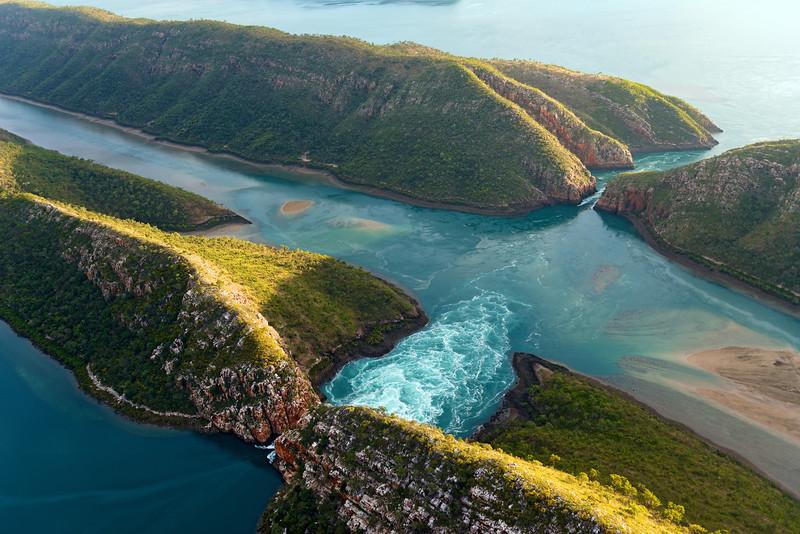 """Vue aérienne des """"chutes horizontales"""" en bordure de Talbot Bay. Kimberley/Australie Occidentale/Australie"""