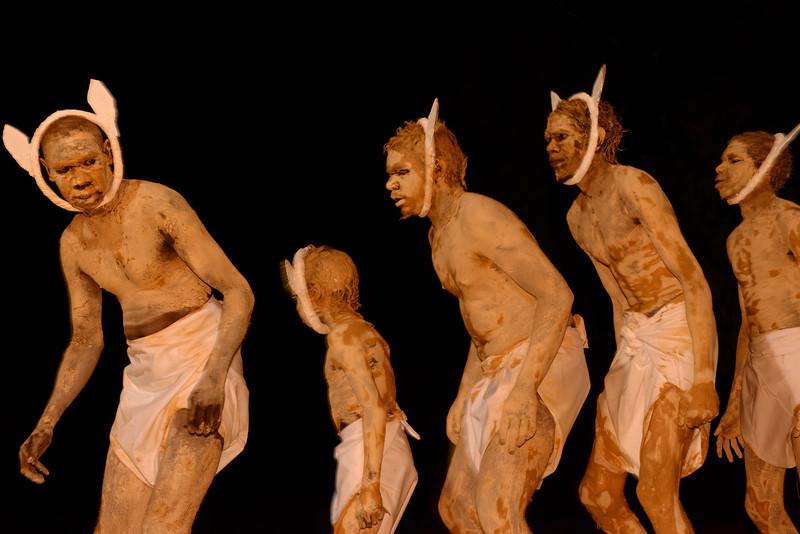 Aborigènes exécutant une danse à l'occasion du corroboree (rassemblement traditionnel) de Waringarri. Kimberley/Australie Occidentale/Australie