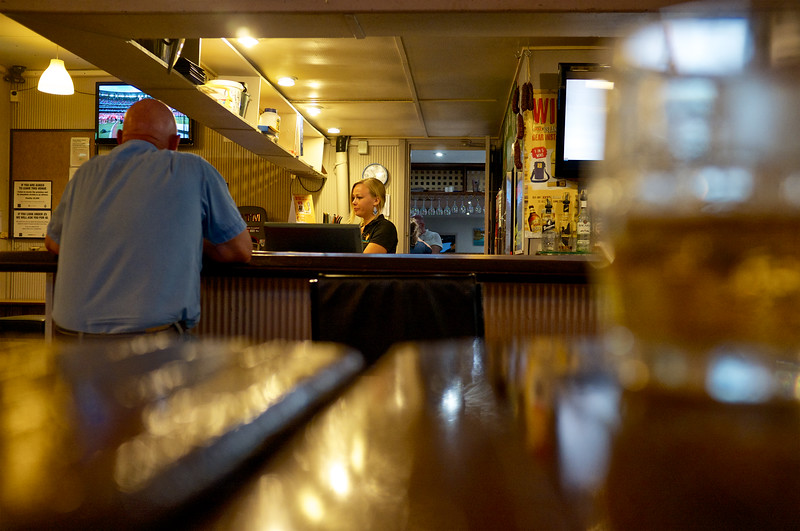 "Client au bar du ""Boab Inn"" à Derby. Kimberley/Australie Occidentale/Australie"