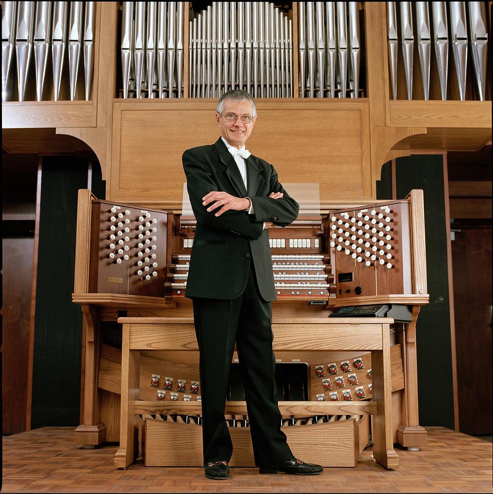 Hector Olivera, organ
