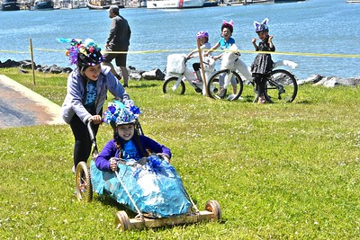The Blue Goo Pointe Shoe makes its way through the Kinetic Classic course with Nyrie Broderick, 10, pushing Amira Wanden, 10. (Jose Quezada - For the Times-Standard)
