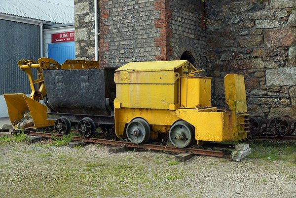Narrow Gauge Battery/Electric Locomotive